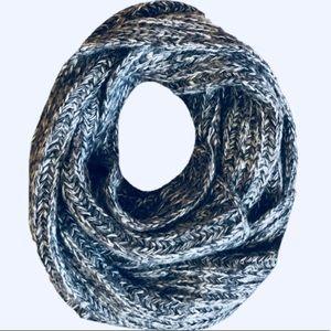 NWOT! GAP Extra Long Gray Acrylic/Nylon 8' Scarf
